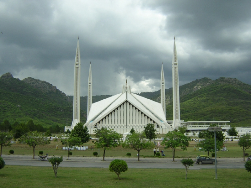 Check out this pic of faisal mosque during day time